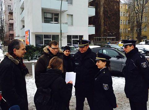 Der Kreisvorsitzende der CDU Tempelhof-Schöneberg und Vorsitzende der CDU-Abgeordnetenhausfraktion, Florian Graf, verschaffte sich bei einem Vor-Ort-Termin einen Überblick über die Situation vor der Schule.