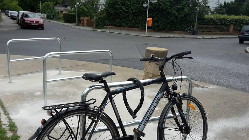 Neue Fahrradbügel; Foto: E. Weimann